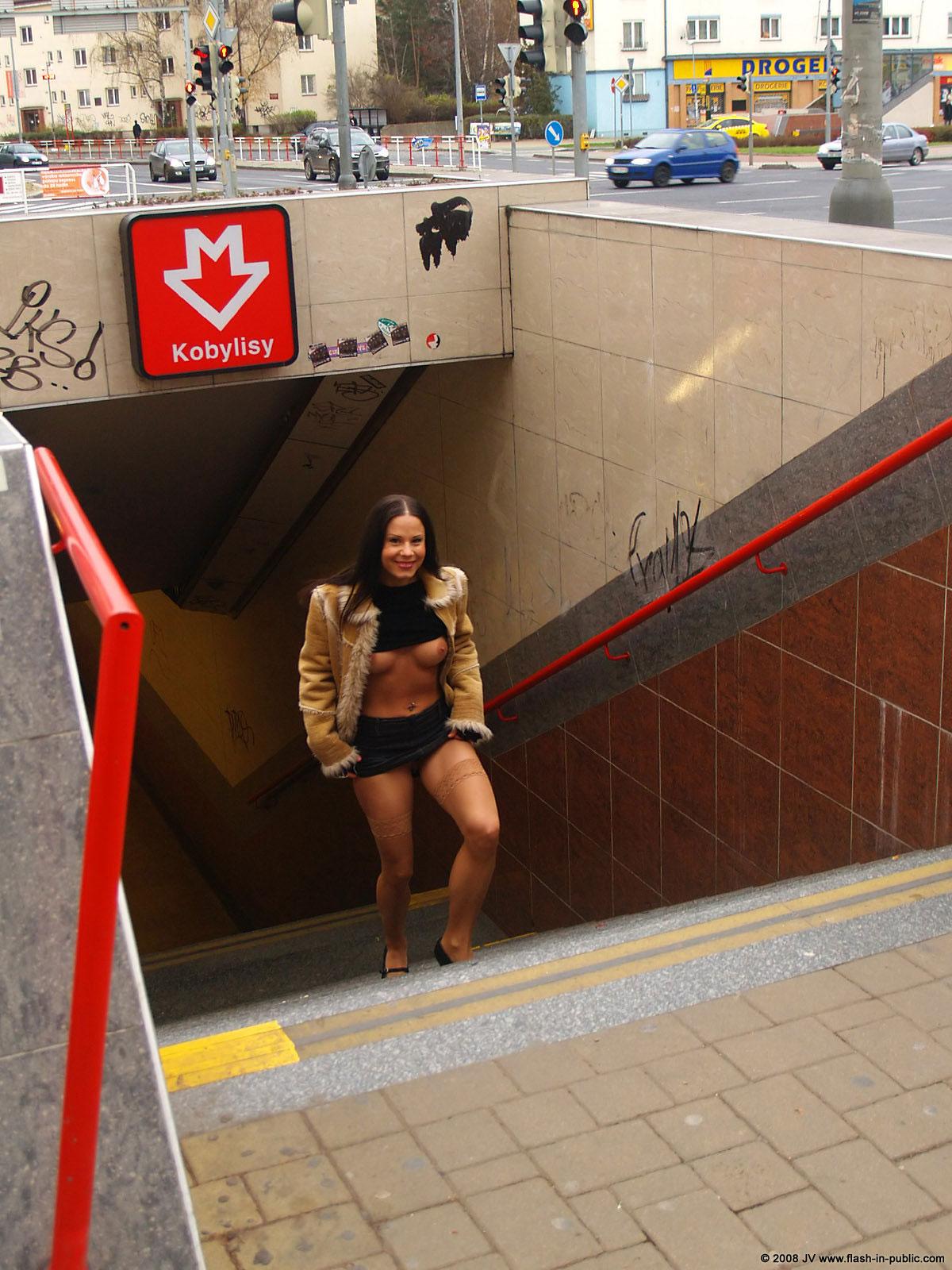 alexandra-g-bottomless-stockings-flash-in-public-07