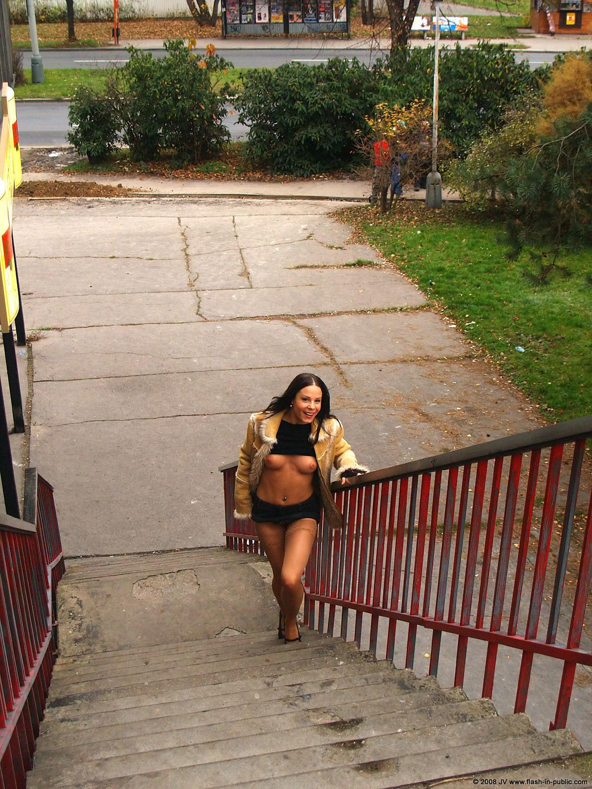 alexandra-g-bottomless-stockings-flash-in-public-17