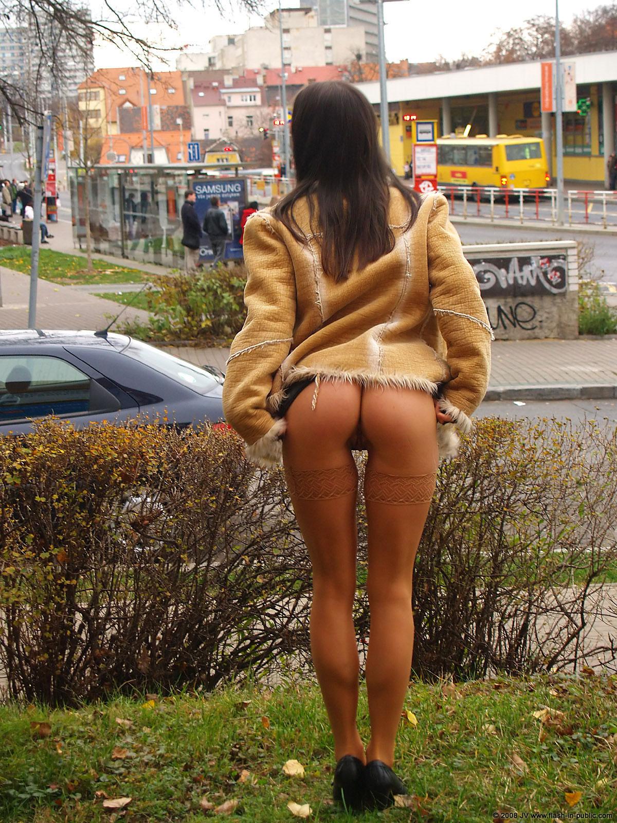 alexandra-g-bottomless-stockings-flash-in-public-26
