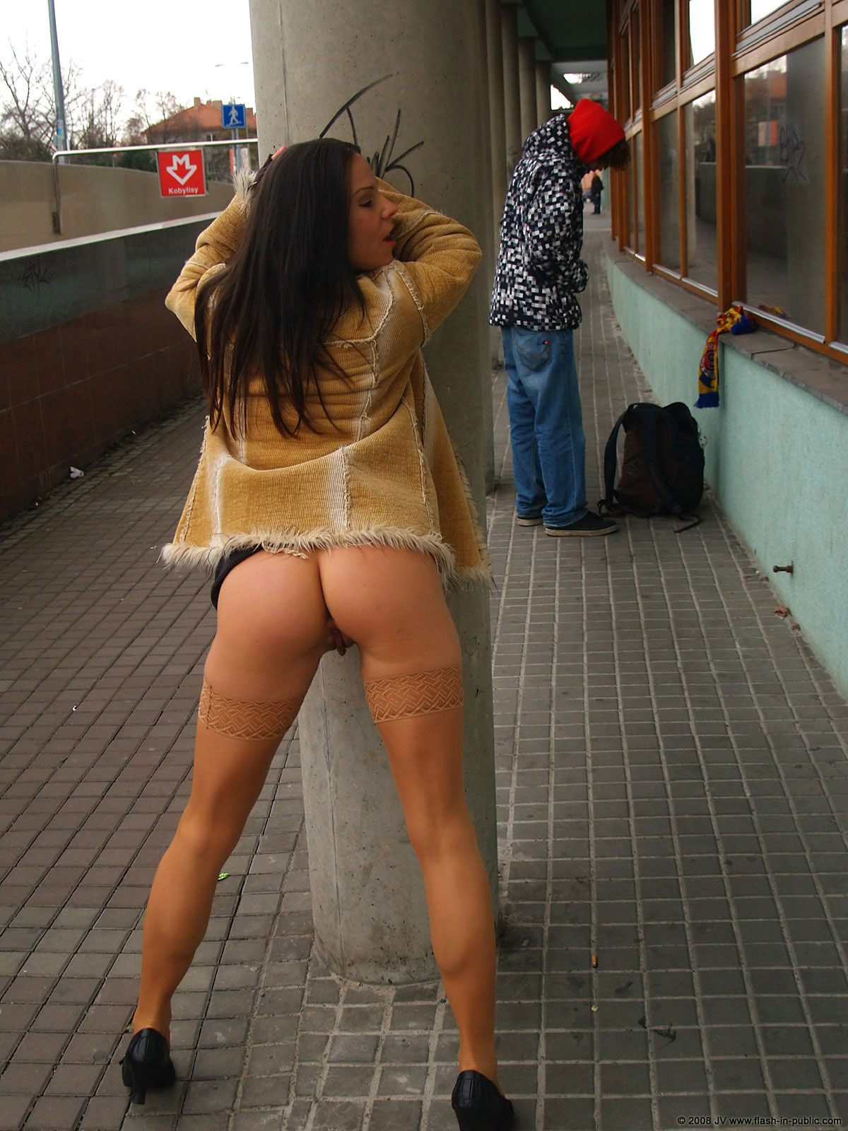 alexandra-g-bottomless-stockings-flash-in-public-29