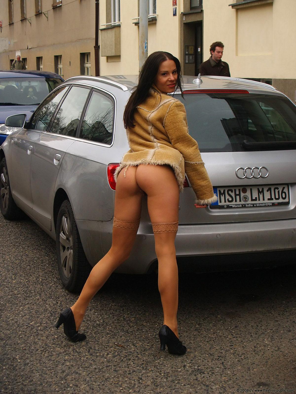 alexandra-g-bottomless-stockings-flash-in-public-31