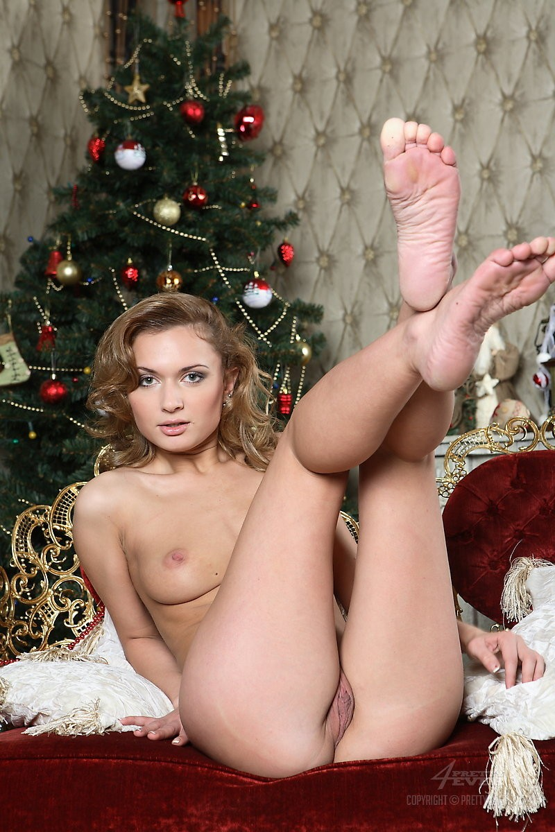Alice Miller  Christmas Time - Redbust-1013