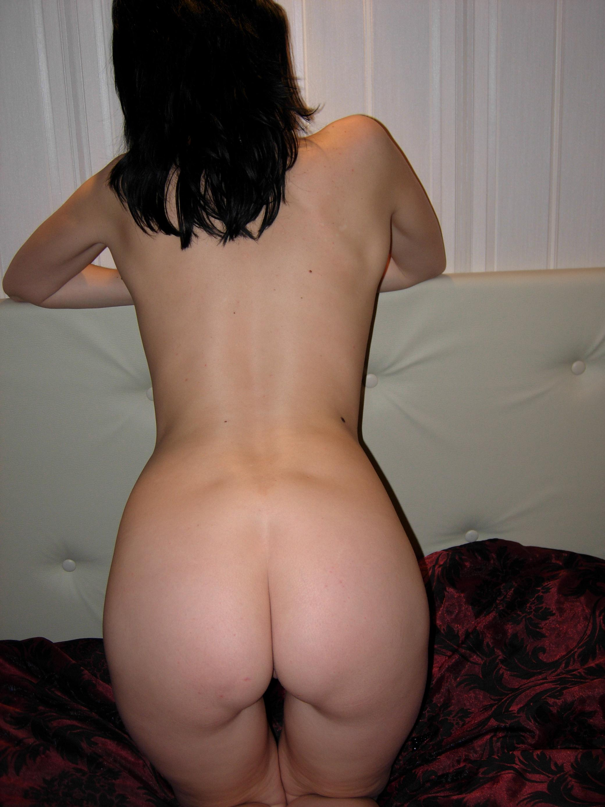 amateur-nude-brunette-bedroom-32