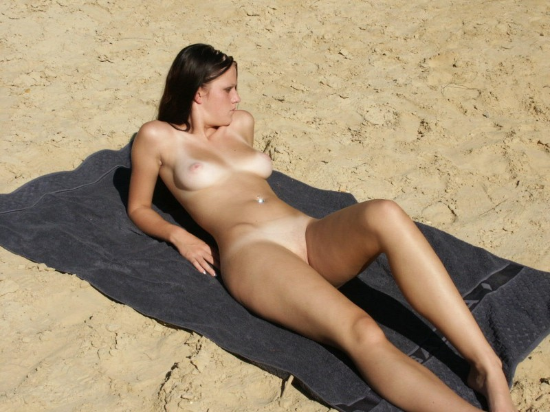 Nude women tampon images