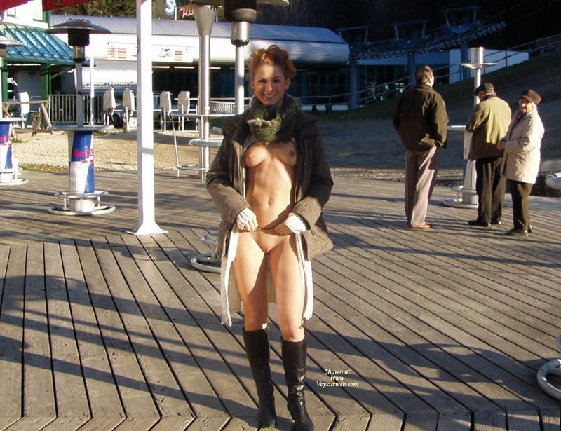 amateur-redhead-nude-in-public-25