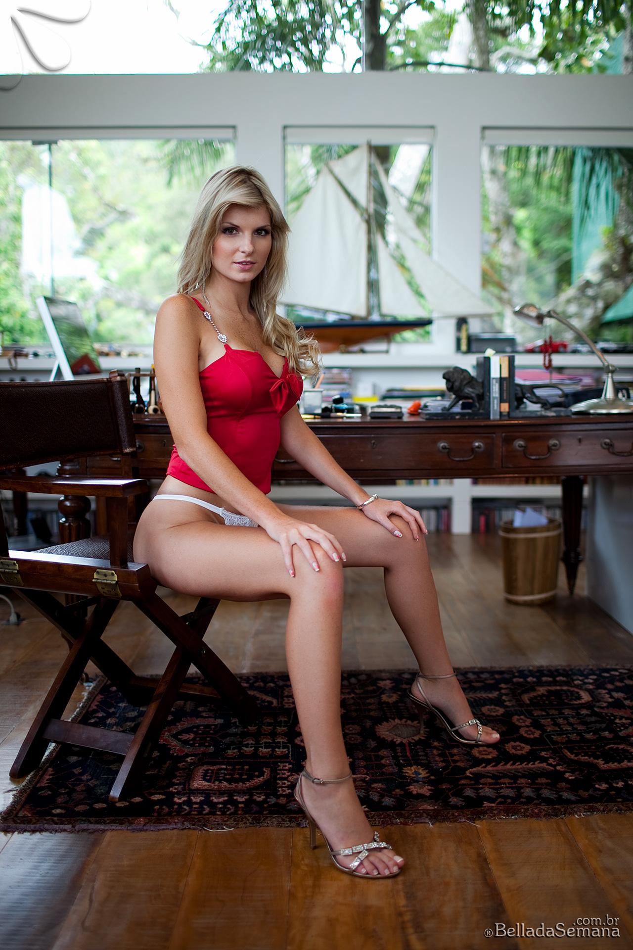 angelica-woicichoski-tan-lines-blonde-brazilian-bella-da-semana-02