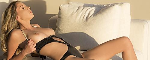 Anna Beletzki in bikini