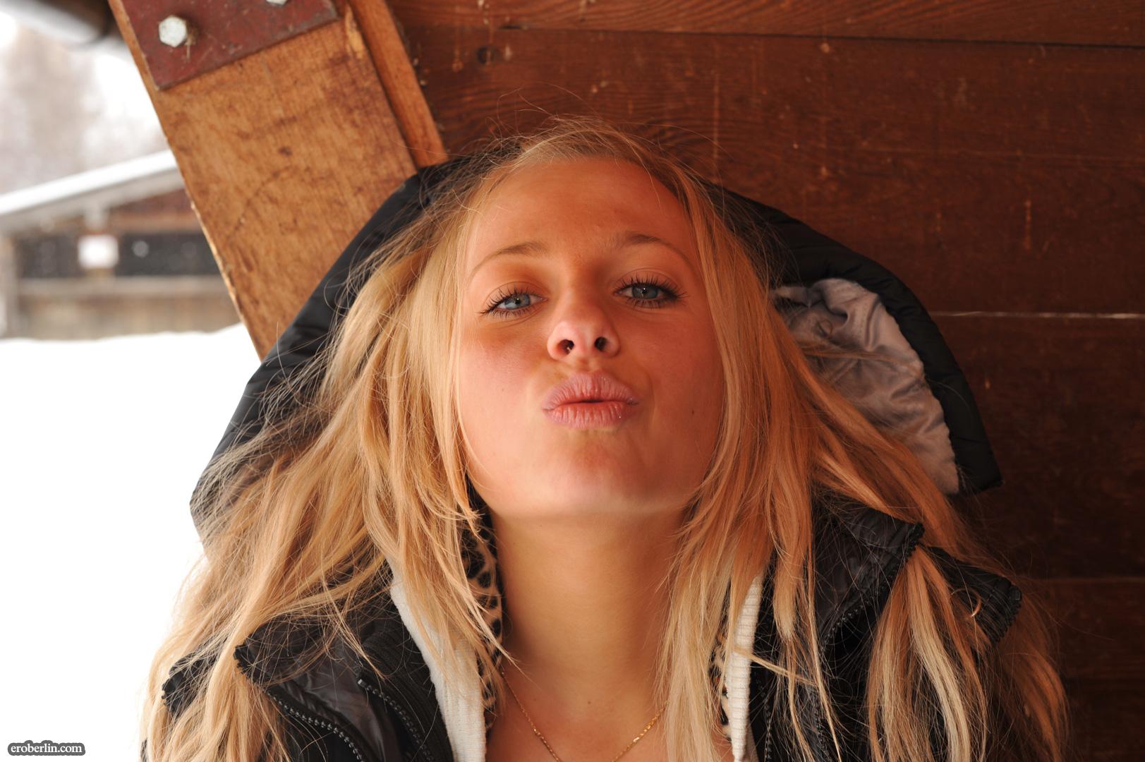 anna-safina-winter-flash-in-public-eroberlin-20