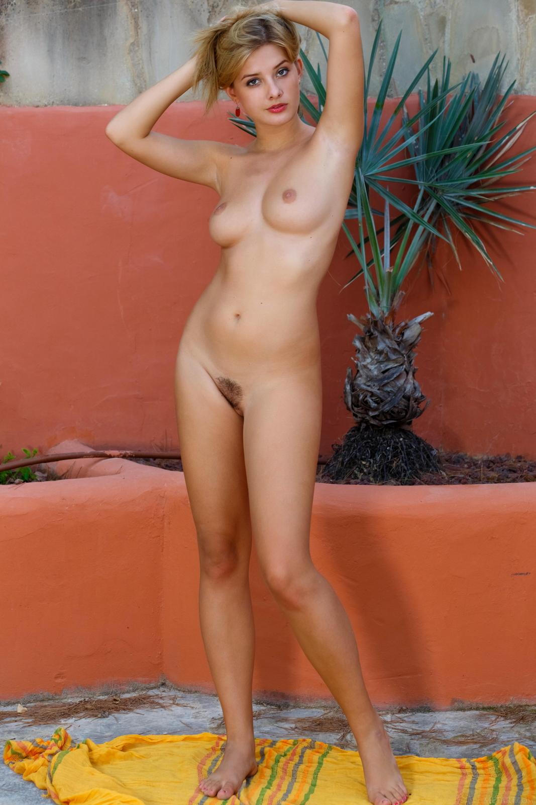edwige-a-nude-perfect-tits-nice-ass-metart-15