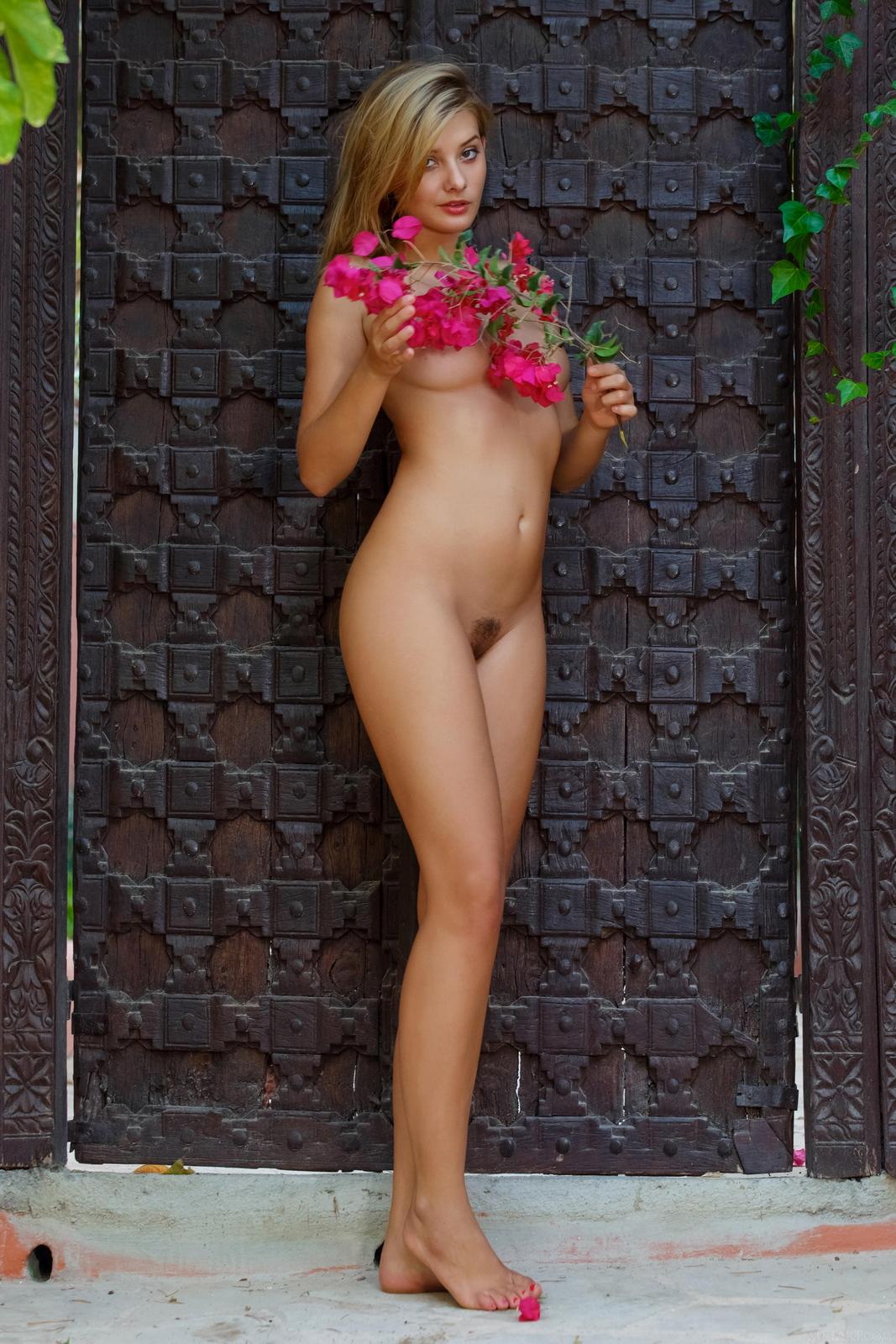 edwige-a-nude-perfect-tits-nice-ass-metart-42