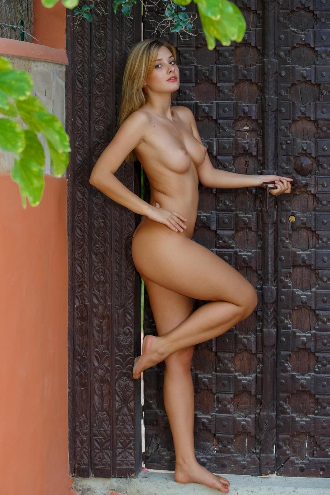 edwige-a-nude-perfect-tits-nice-ass-metart-48