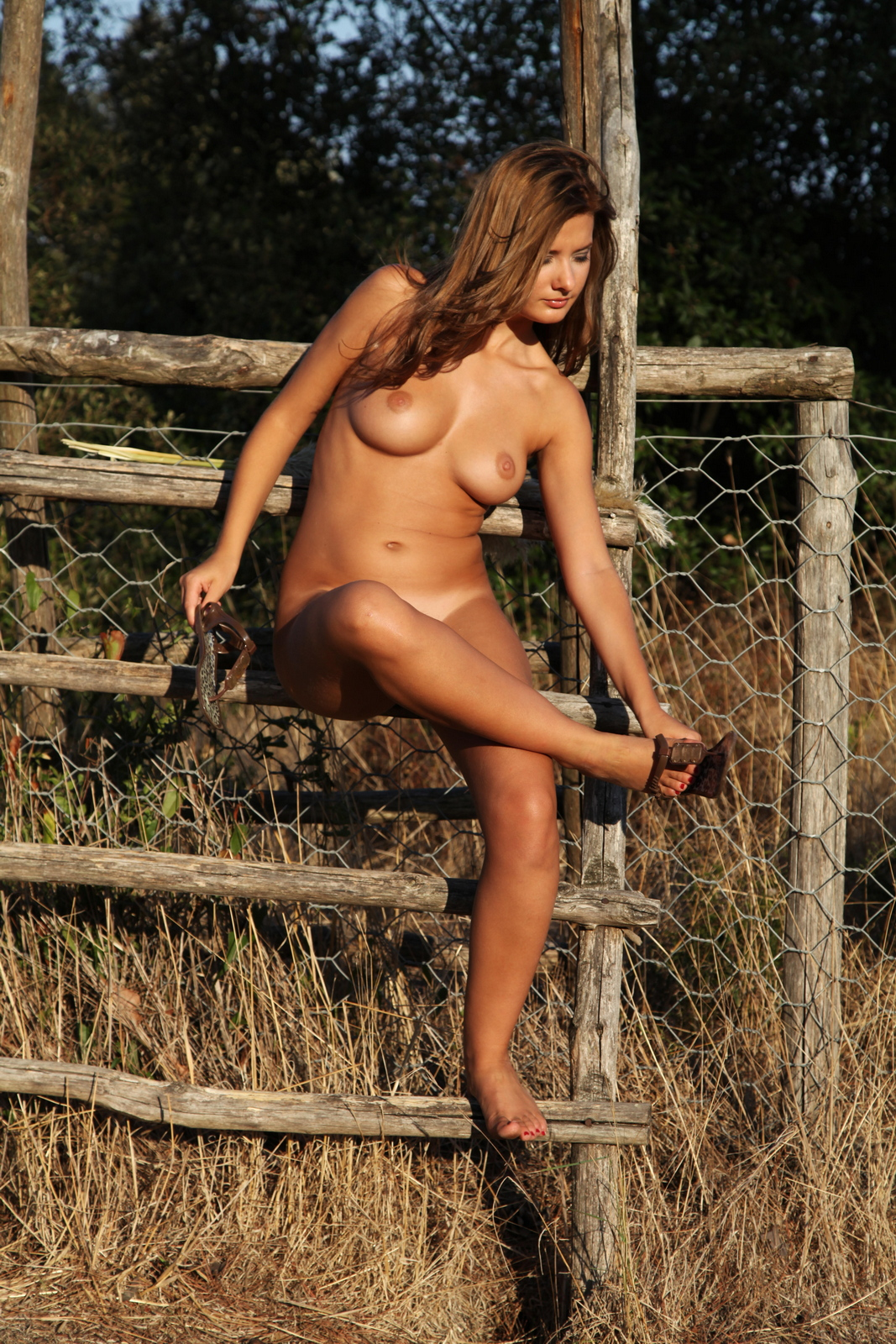 edwige-a-boobs-naked-outdoor-woods-metart-25