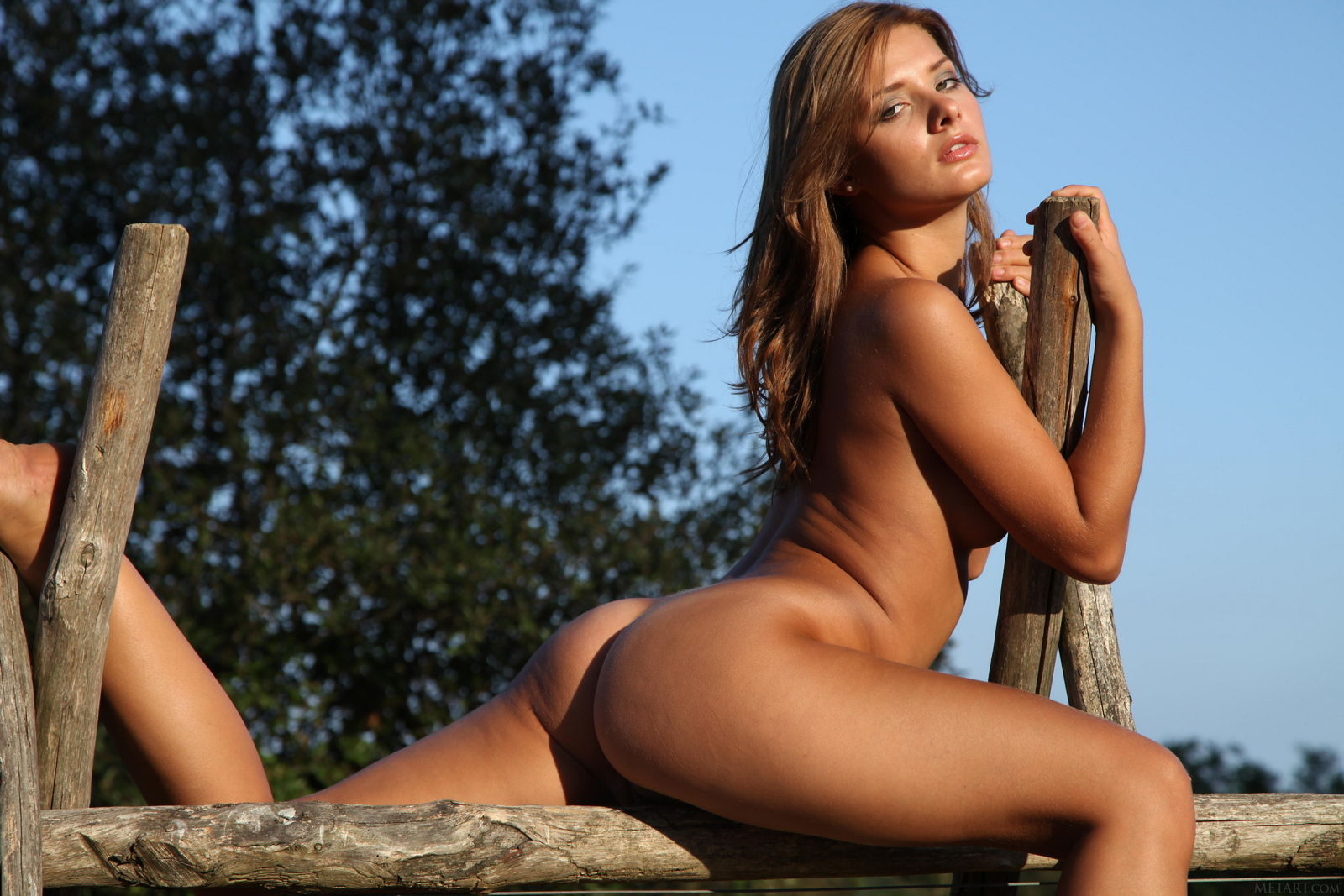 edwige-a-boobs-naked-outdoor-woods-metart-41
