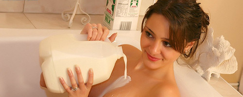 Annabelle Angel – Milk bath