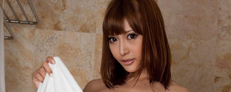Asuka Kirara in bathroom