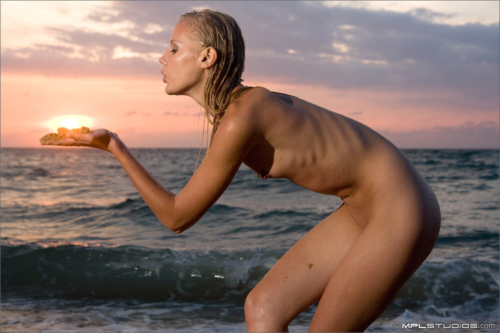sarah-blonde-nude-sundown-beach-mplstudios-10