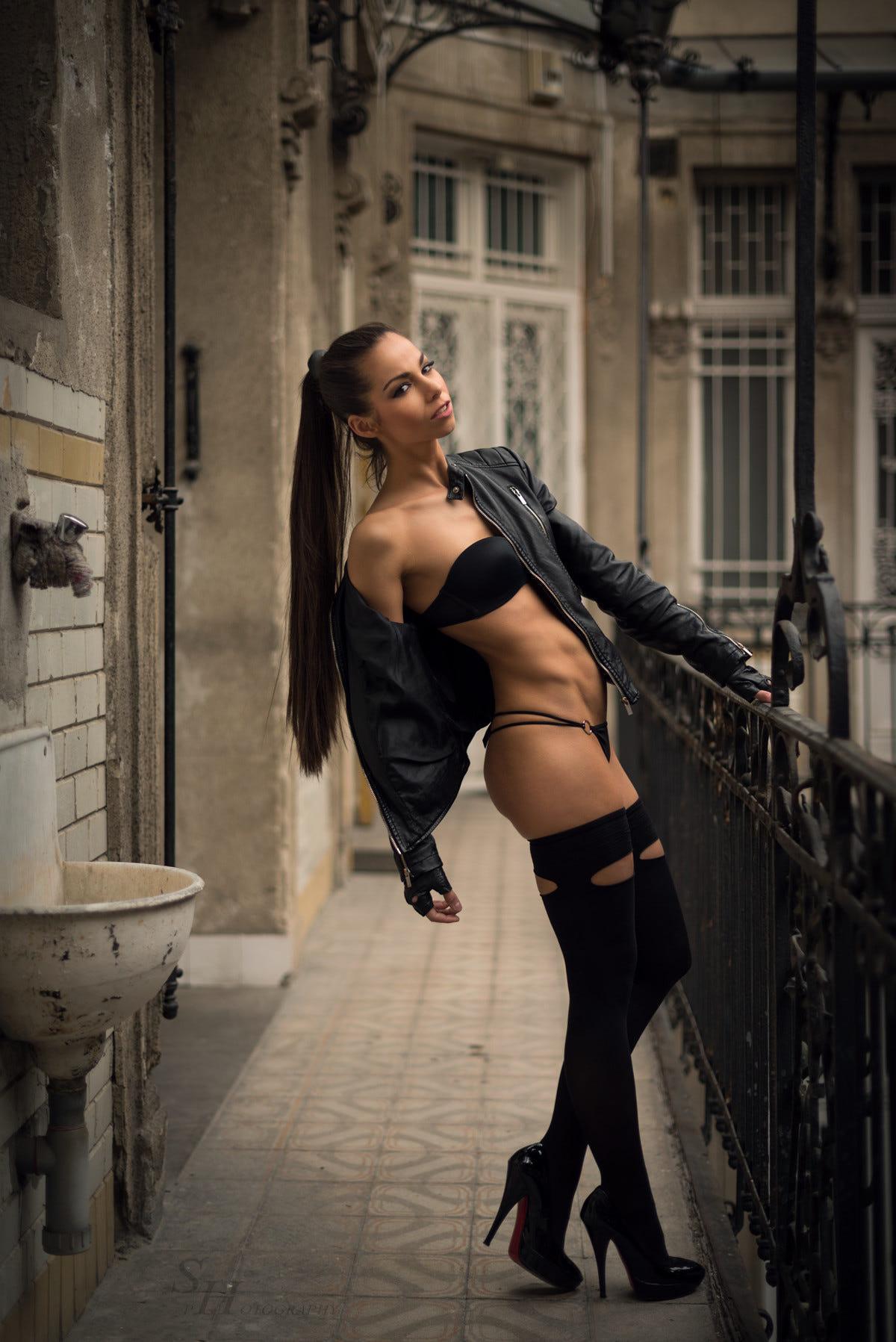 barbara-bocsi-brunette-skinny-nude-erotic-001