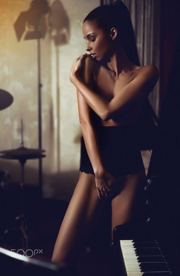 barbara-bocsi-brunette-skinny-nude-erotic-091