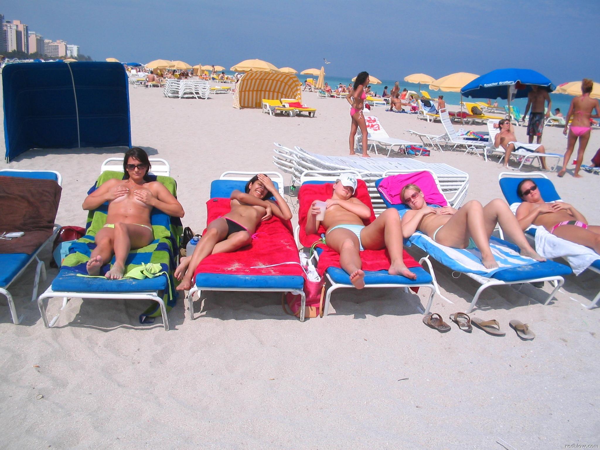 beach-girls-60