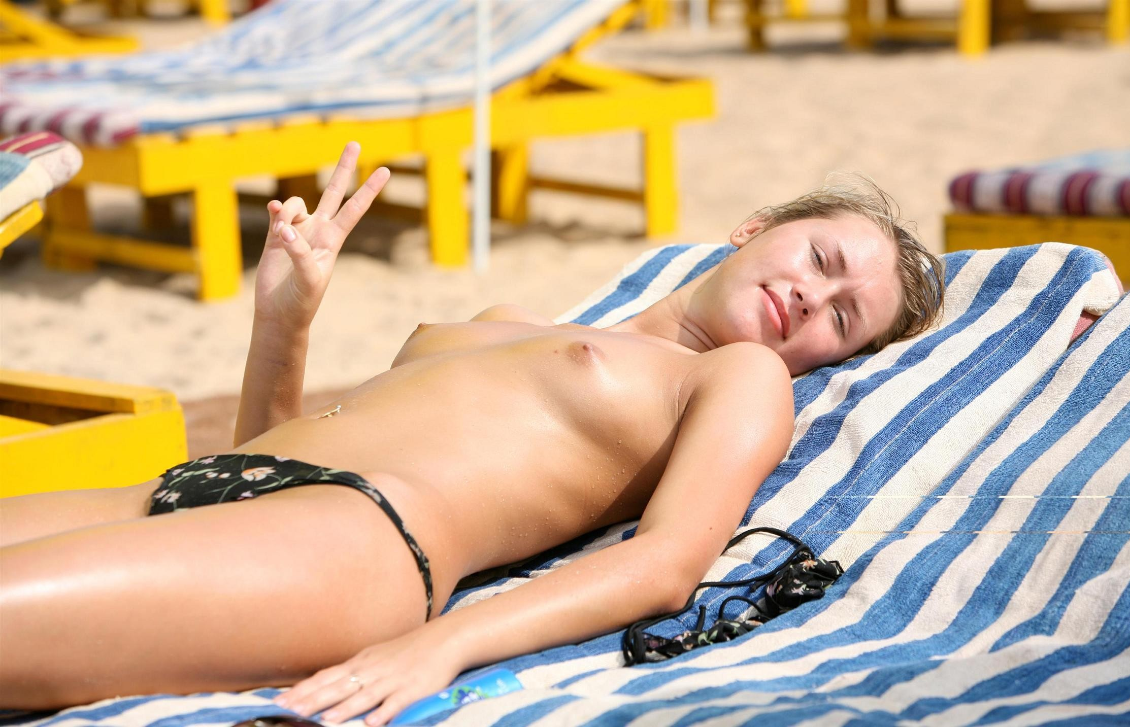 topless-girls-on-the-beach-mother-adult-sex-porno