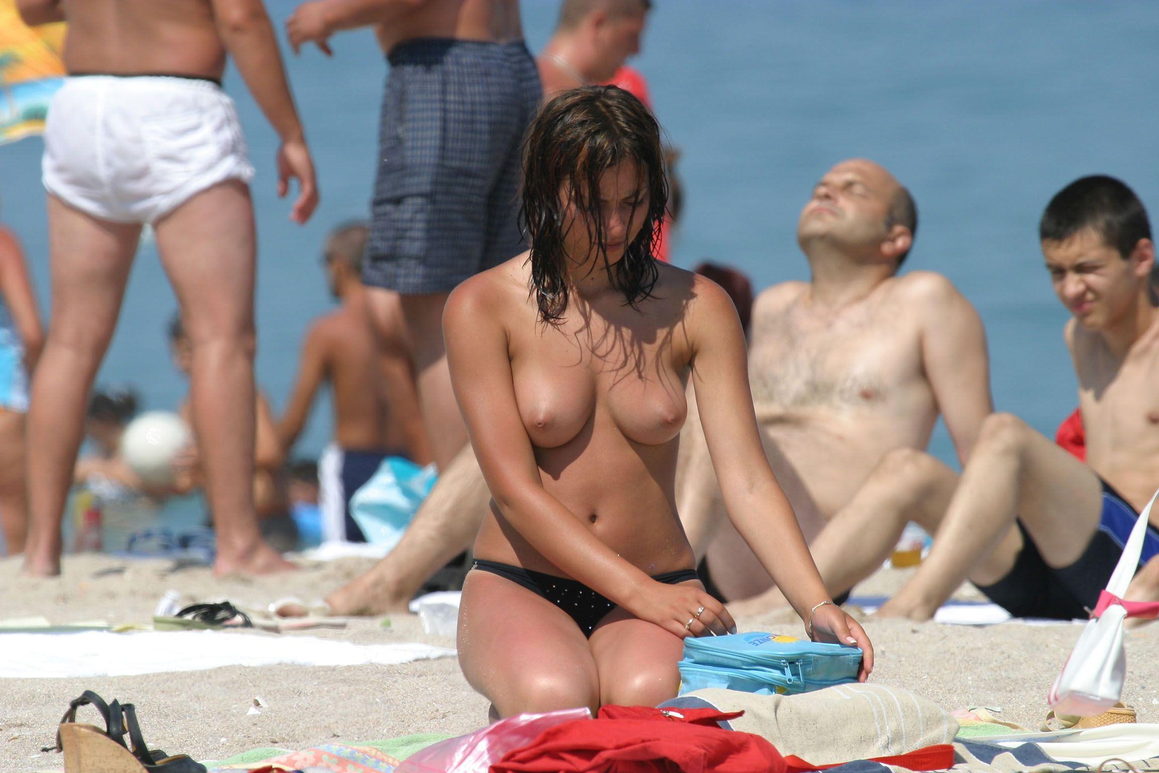nude-beach-nudists-girls-mix-vol6-15