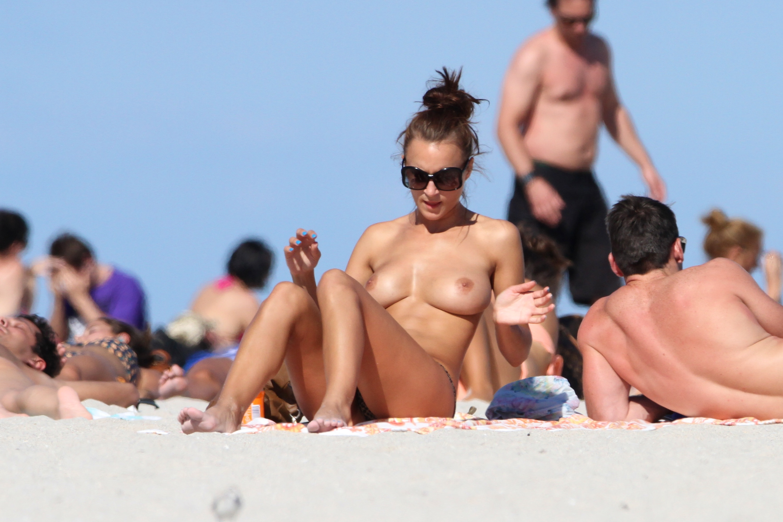 nude-beach-nudists-girls-mix-vol6-97
