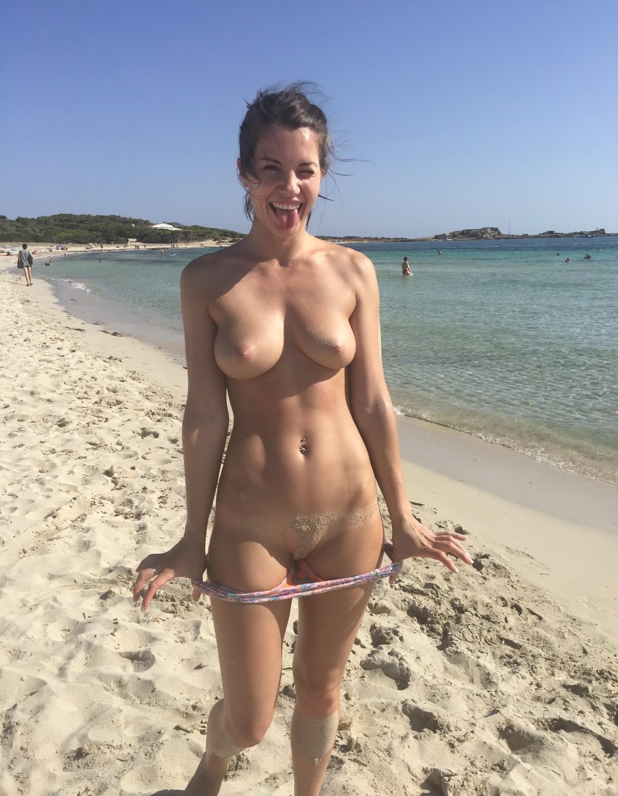 nudists-girls-boobs-beach-topless-mix-vol7-04