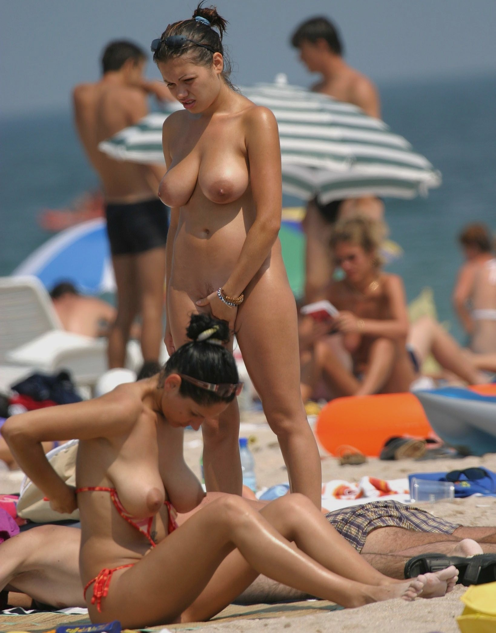 nudists-girls-boobs-beach-topless-mix-vol7-15