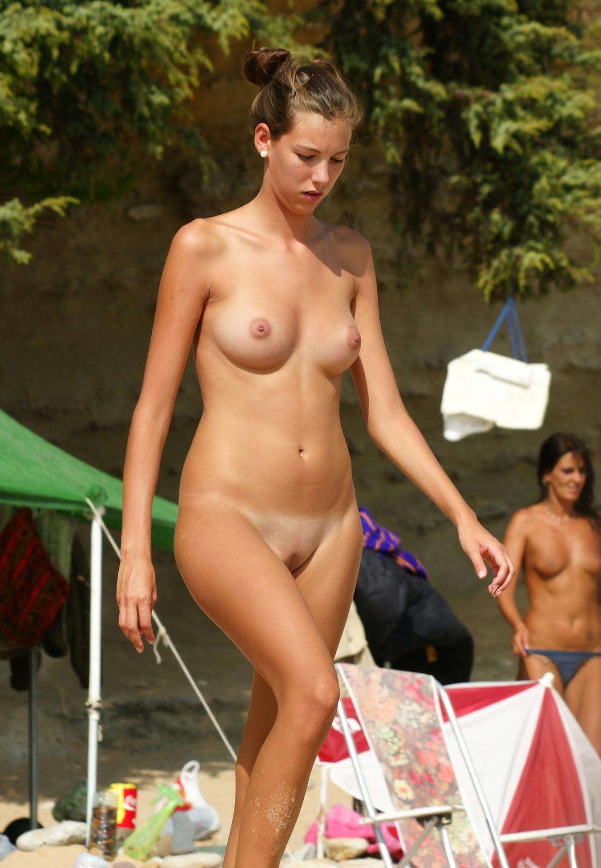 nudists-girls-boobs-beach-topless-mix-vol7-31