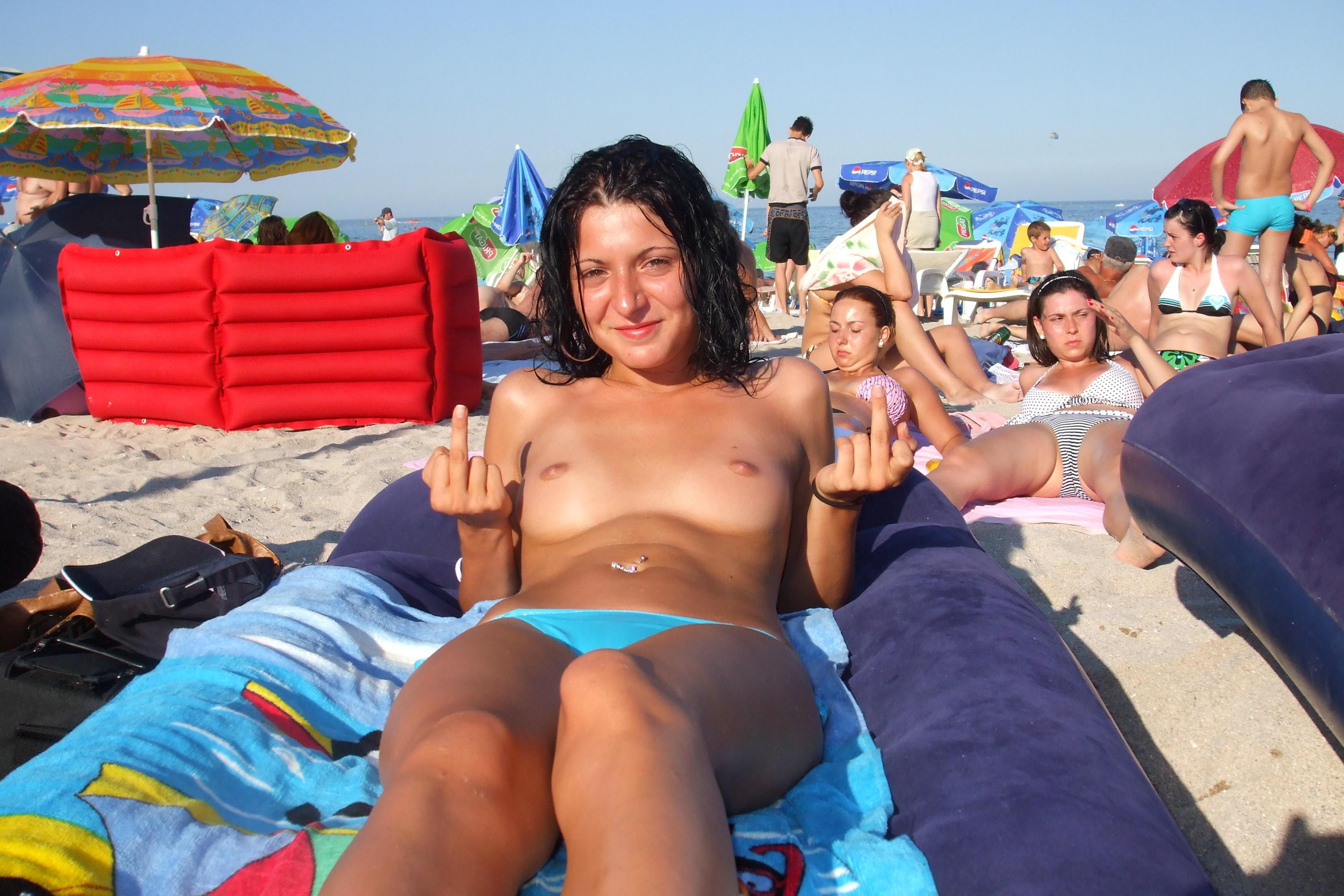 nudists-girls-boobs-beach-topless-mix-vol7-59