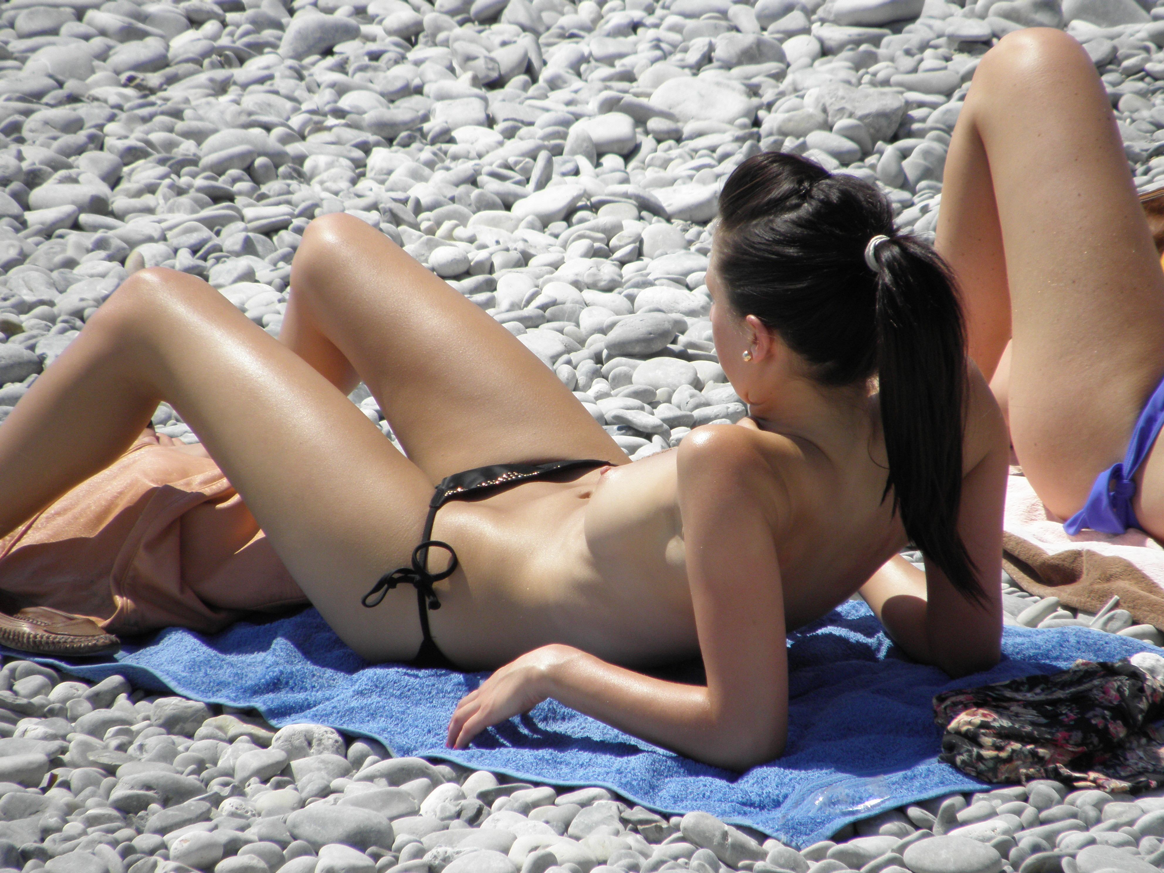 nudists-girls-boobs-beach-topless-mix-vol7-79