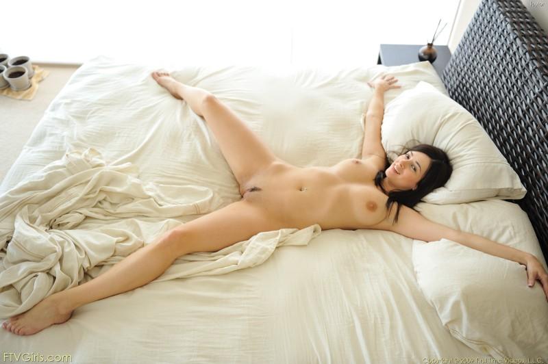 You nude girl lying on bed 8650