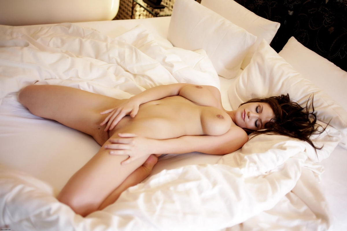 naked-girls-in-bedroom-nude-mix-vol4-12