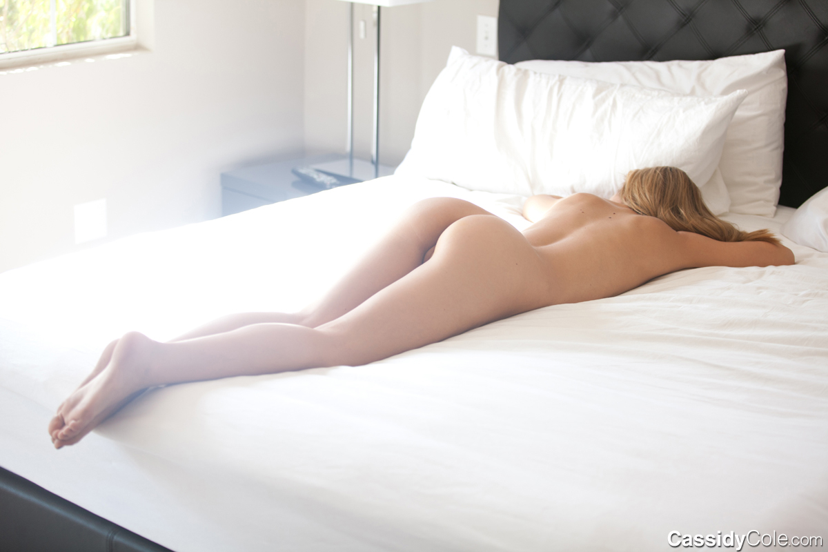 naked-girls-in-bedroom-nude-mix-vol4-51