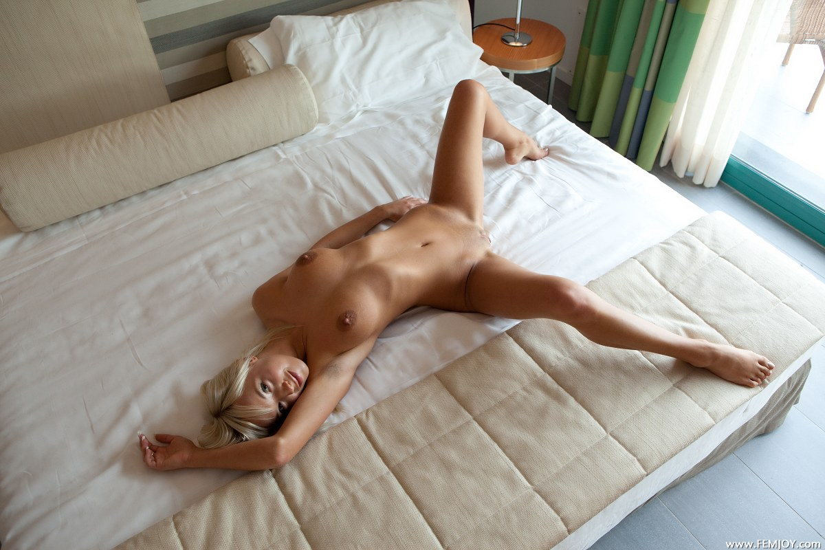 naked-girls-in-bedroom-nude-mix-vol4-61