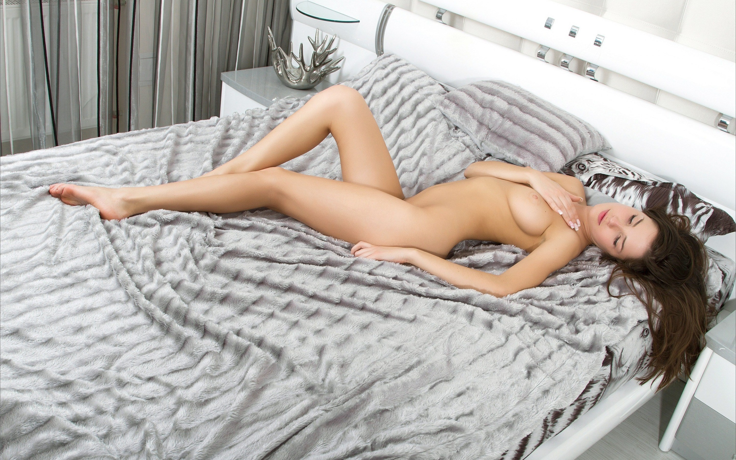 naked-girls-in-bedroom-nude-mix-vol4-64