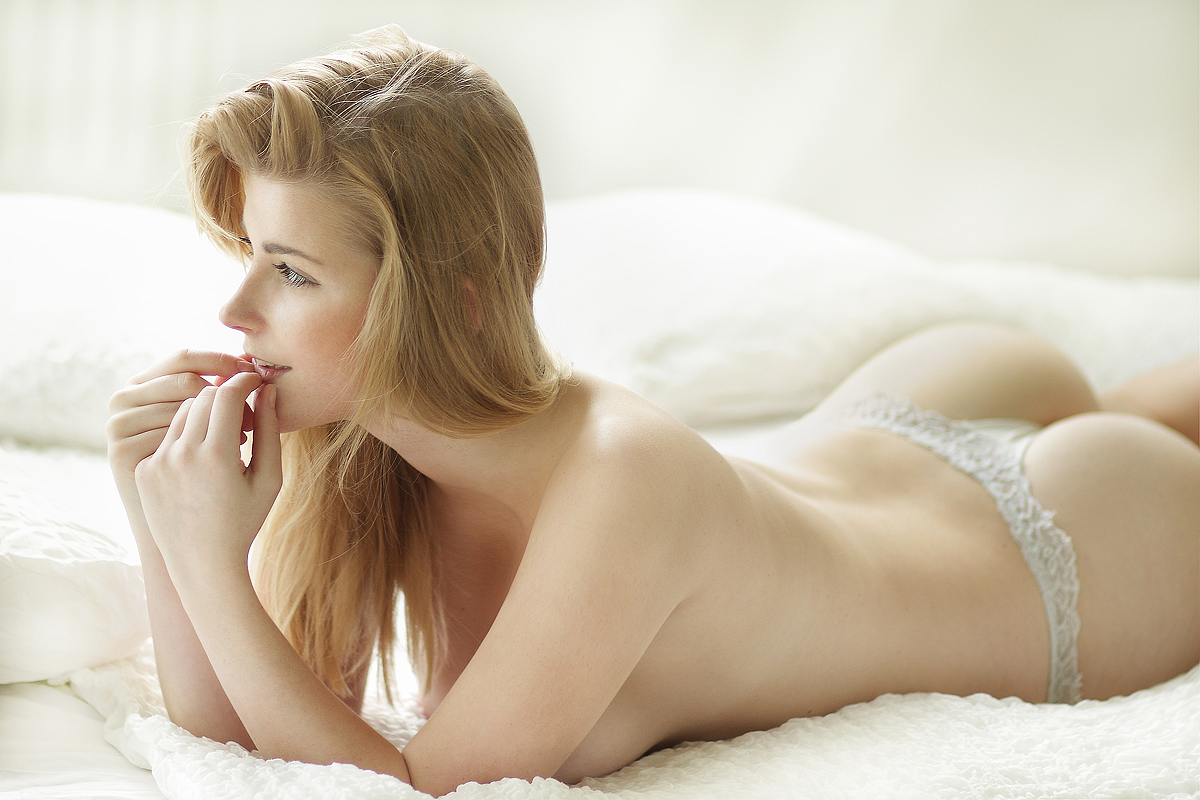 naked-girls-in-bedroom-nude-mix-vol4-66