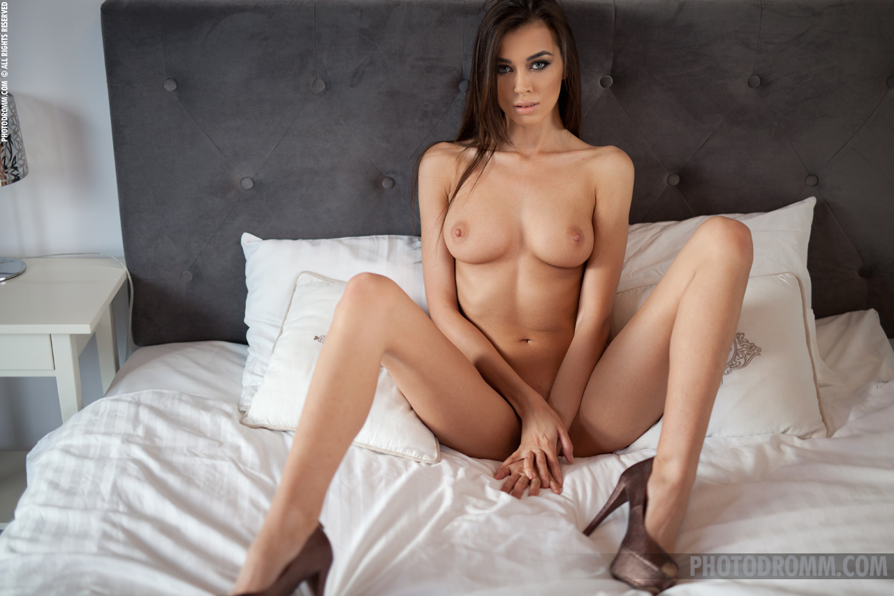 naked-girls-in-bedroom-nude-mix-vol4-69