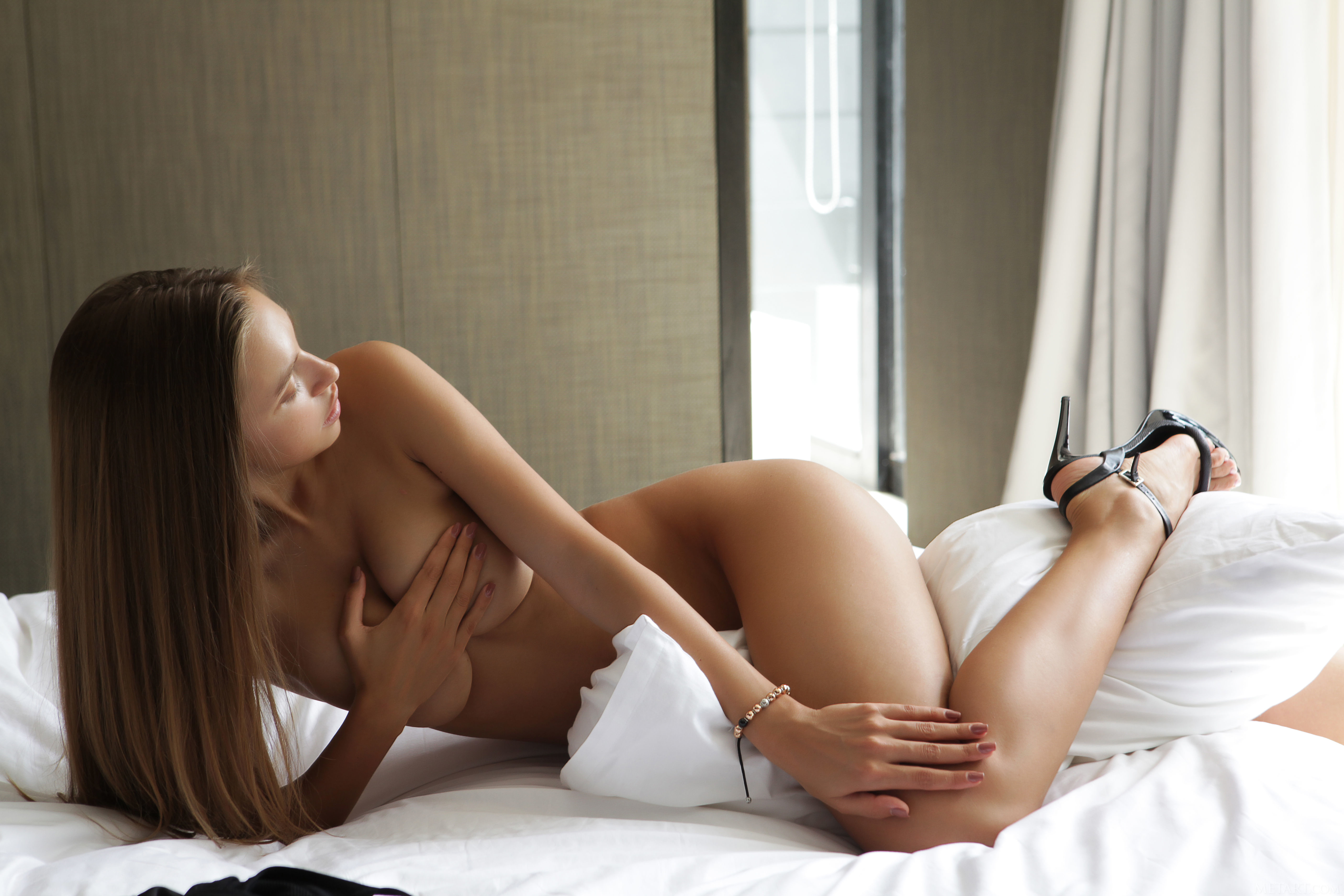 naked-girls-in-bedroom-nude-mix-vol4-97