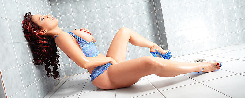Bianca Beauchamp in the bathroom