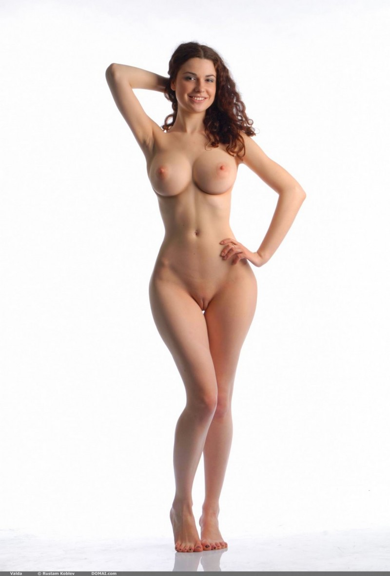 sexy wide hip skinny girls nude