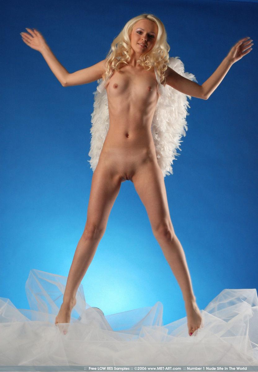 сообщалось, что порномодель синий ангел фото ню дура думала