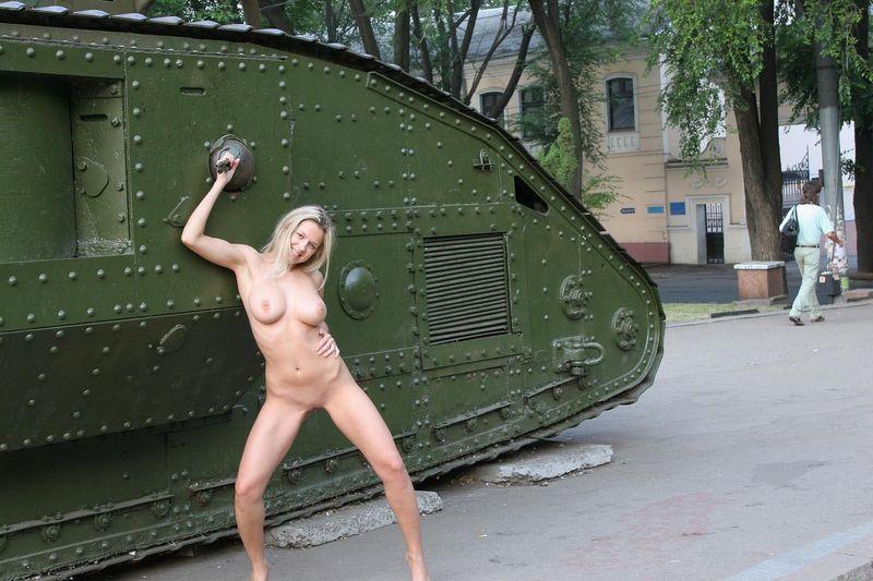 porno-foto-tankistov-anus-krupno-chastnoe