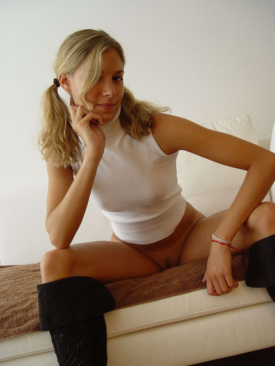 blonde-amateur-bottomless-naked-40