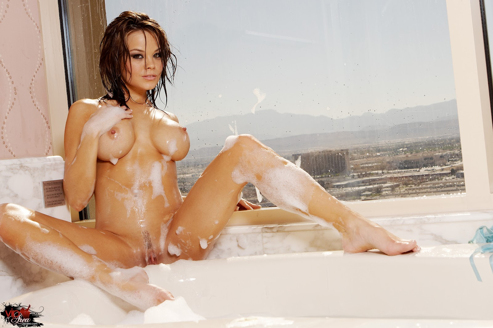 Lady suck the hottest nude wet pussyon earth