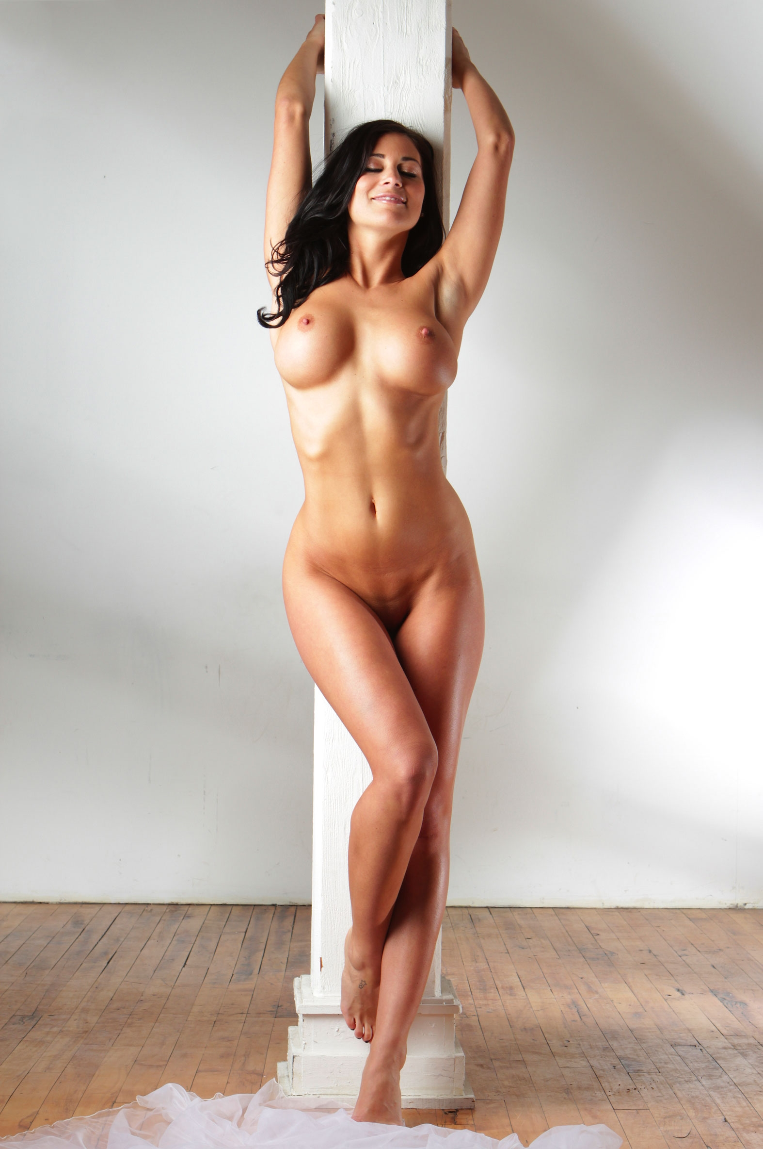 Outstanding naked woman — pic 10