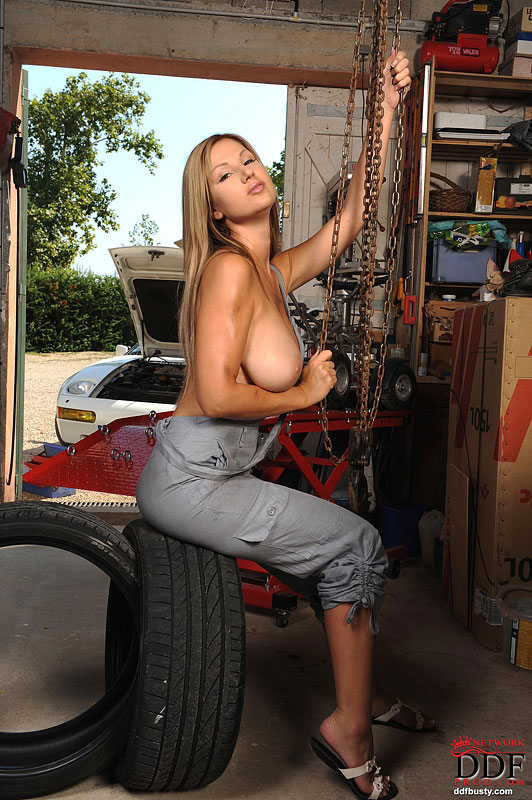 busty-mechanician-girl-02