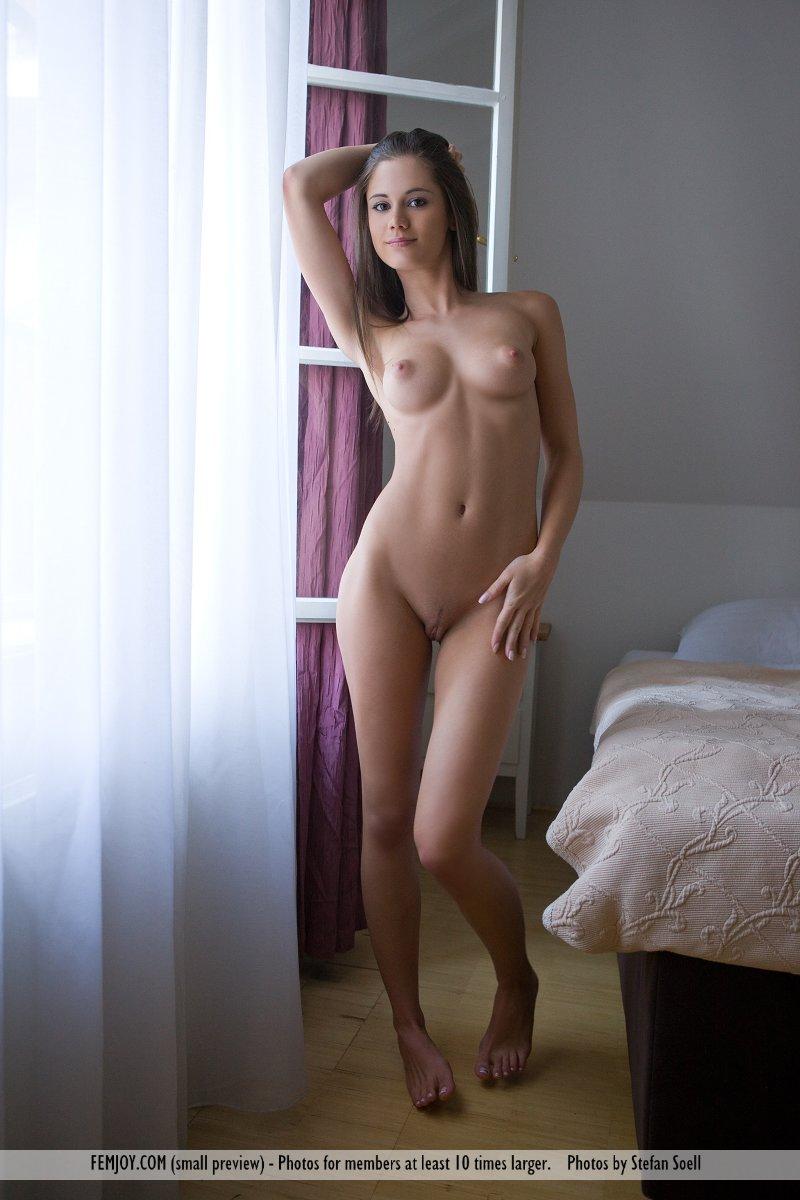 caprice-nude-young-window-femjoy-13