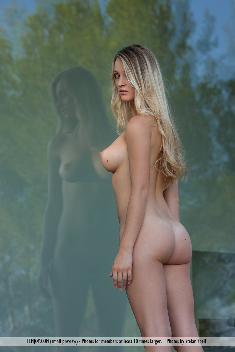 carisha-&-caprice-nude-femjoy-01