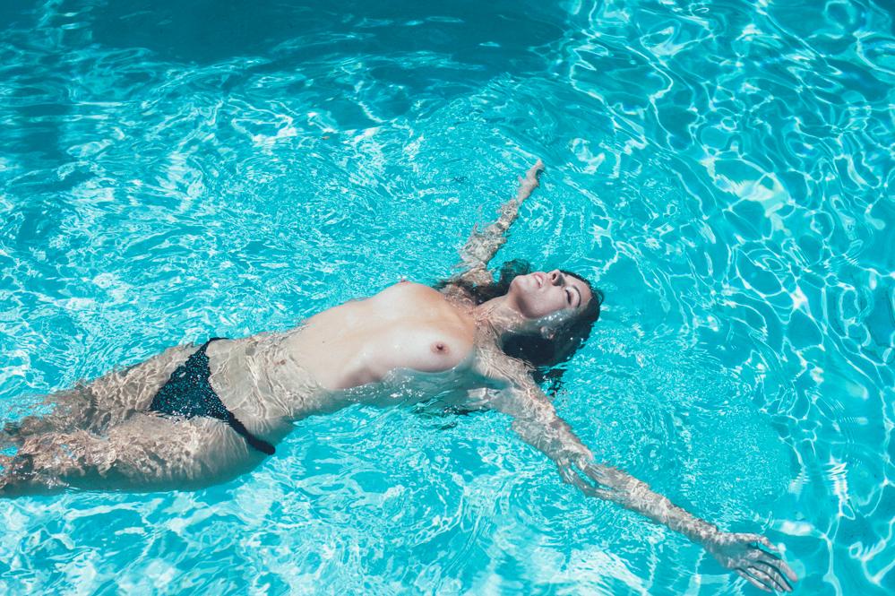 carmella-rose-nude-model-photoshoot-by-emanuele-ferrari-27